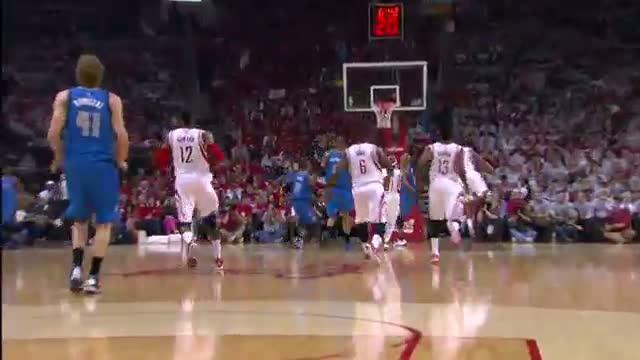 NBA: Richard Jefferson Breaks Free for the Reverse Smash
