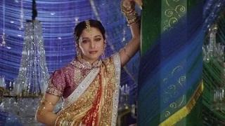 Two nights of Shahrukh Khan are due for Madhuri Dixit - Devdas (2002)
