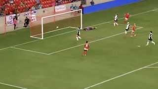 Houston Dash F Kealia Ohai scores on Hope Solo - Soccer Video