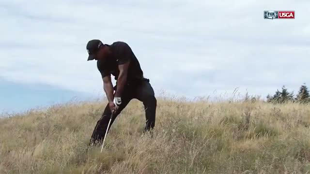 Tiger Woods' club goes flying - 2015 U.S. Open highlight