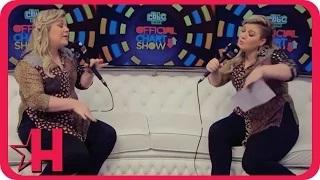 Kelly Clarkson Hilariously Interviews Herself