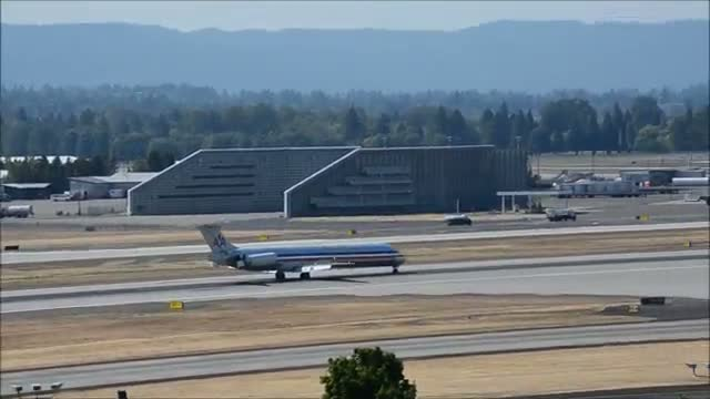American Airlines McDonnell Douglas MD-88 landing at Portland International Airport