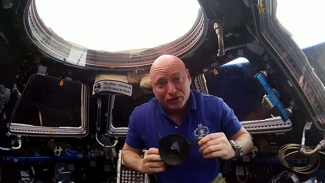 Scott Kelly Recognizes Pluto Flyby from the Space Station