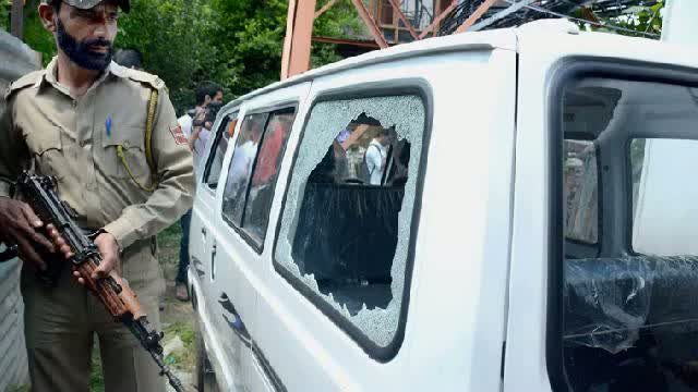 Srinagar Grenade Attack: Terrorists attack mobile showroom in Srinagar with grenades
