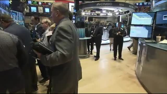 US Stocks Slump; Dow Briefly Plunges 1000 Points