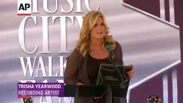 Garth, Trisha Yearwood Get Stars in Nashville