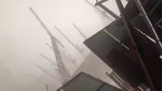 Crane collapse moment at Grand Mosque (Kabe) in Mecca