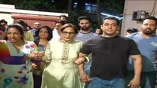 Salman Khan's Ganpati Visarjan 2015 | Salman Dancing At Ganpati Visarjan