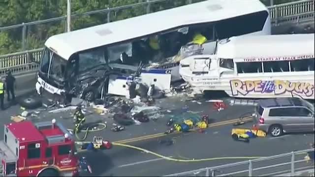 2 Dead, 9 Critically Injured in Wash. Bus Crash