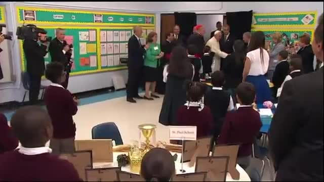 Pope Prays With Students in Harlem