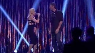 Gwen Stefani And Blake Shelton Give $exy Flirty Performance Of 'Hotline Bling'