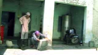 Punjabi Funny Video    Khoji De Kare by Mani Kular Chuu Pataka Thaa