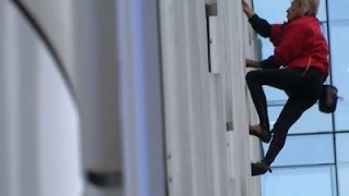 """""""French Spiderman"""" Scales 36-Story Building"""
