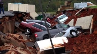 Miss. Parking Lot Cave-In Swallows 12 Cars