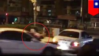 Crazy car accident: Crazy couple argues and causes epic crash, mistress climbs on hood - TomoNews