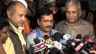 Festive atmosphere in Delhi Vidhan Sabha after the introduction of Jan Lokpal Bill