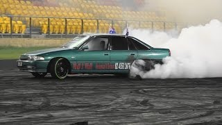 MONSTER V8 COMMODORE BURNOUT RACE 4 REAL SYDNEY DRAGWAY