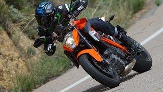 KTM 1290 Super Duke vs Ducati Monster