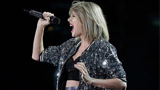 Taylor Swift Performs Amazing Acoustic Set Of '1989' Songs for 100 Lucky Fans
