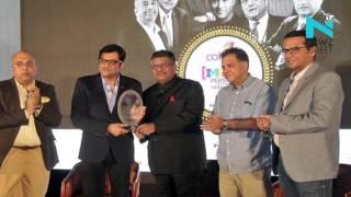 Ravi Shankar confers IMPACT Person Award 2015 on Arnab, calls him icon