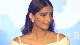 Sonam Kapoor CRIES in PUBLIC | WATCH UNCUT VIDEO