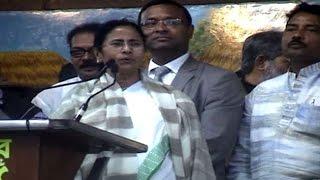 Mamata Banerjee sang 'gram chara oi rangamati' with Indranil