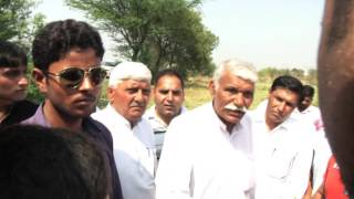 Delhi Convenor Dilip Pandey inspects damaged crops in Delhi