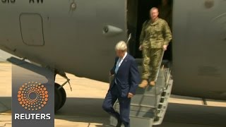 Kerry visits Iraq, showing support for embattled prime minister