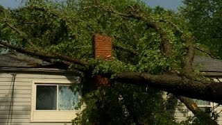 Raw: Storm Causes St. Louis-Area Power Outages
