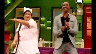 WATCH: Dwayne Bravo enjoys massage on The Kapil Sharma Show: Sunil Grover does Magic