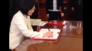 Taiwan swears in first female president