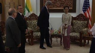 Kerry Meets Suu Kyi, Talks Sanctions, Rohingya