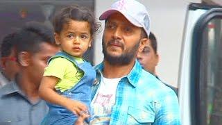 Ritiesh Deshmukh spotted playing with son Riaan @ Viaan Raj Kundra's BIRTHDAY PARTY