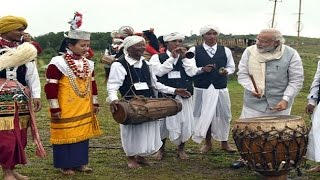 Modi enthralls onlookers with his drumming skills
