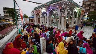 50000 Muslim men and women sign petition against triple talaq