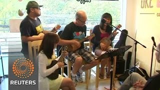 A ukulele cafe hits a high note with customers