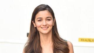 Alia Bhatt - Secret Revil | Sanjay Dutt | Kareena Kapoor & Shahrukh Khan New Movie | Bollywood Cafe