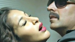 Once Upon A Time In Mumbaai Dobaraa - Sophie Chaudhary- Akshay Kumar Hot Scene