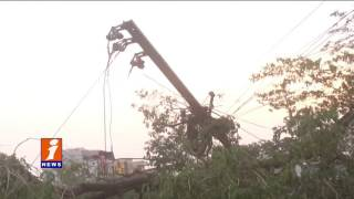 Heavy Rains Fears Abhilabad People   Strong Wind Downs Trees   iNews