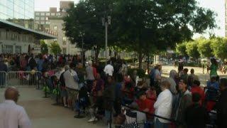 Raw: Thousands Line Up For Ali Memorial Tickets