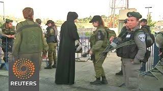 Israel stops Palestinians entering Jerusalem