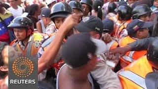 A rush for food amid Venezuelan shortages