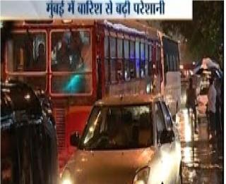 Mid-night rain lashes Delhi-NCR, brings temperature down