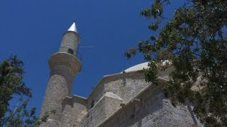 Turks cross Cyprus divide for Eid prayers