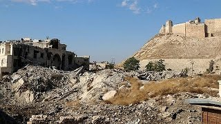 Syrian government forces 'cut road to Aleppo'