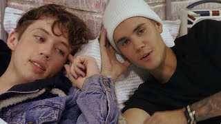Justin Bieber, Troye Sivan, Nick Jonas & MORE Get In Bed For Kanye Famous Parody