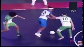 Ronaldinho Fantastic Skill and Nutmeg India Premier Futsal 2016 Bangalore Vs Goa - Scholes vs Ronaldinho