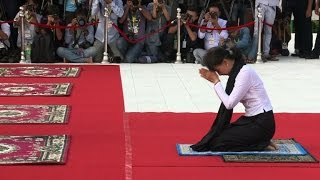 Myanmar's Suu Kyi honours hero father