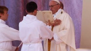 Raw: Pontiff Leads Final Mass in Poland