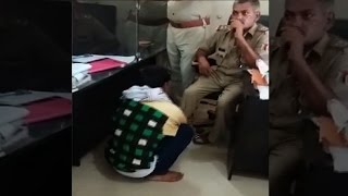 On cam:  Lucknow policeman asks complainant to massage his legs
